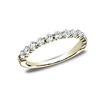 This gorgeous 3mm shared prong ring features 12 enchanting diamonds and a tapered-shank.