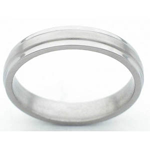 4MM FLAT TITANIUM BAND WITH GROOVED EDGES. A SATIN FINISH IN CENTER WITH POLISHED EDGES.