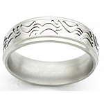 7MM FLAT TITANIUM BAND WITH GROOVED EDGES AND WAVED TOOLING. THE CENTER IS...